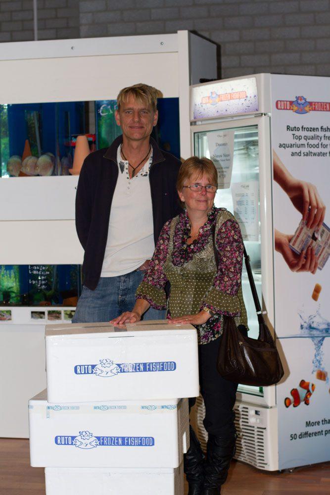 In ontvangst nemen van hoofdprijs Ruto aquarium wedstrijd 2011
