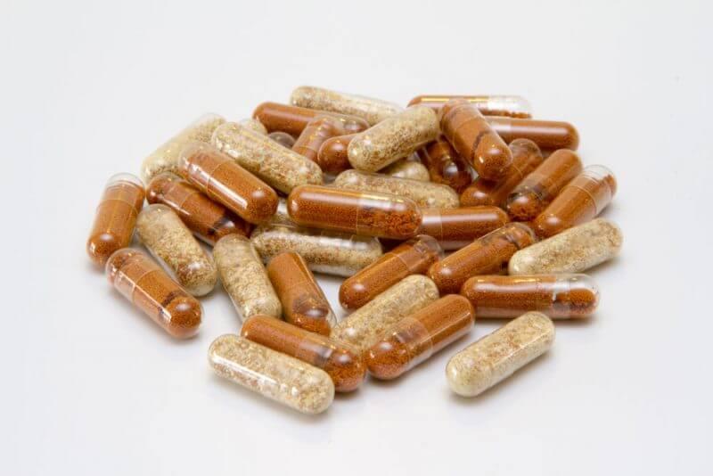 Twee type eindproducten: De witte gelatine capsules bevatten Plantex spoorelementen CSM+B en de bruine gelatine capsules bevatten plantenvoeding dat verrijkt is met ijzer.